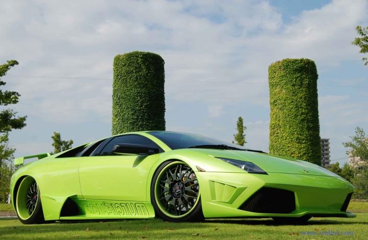 Futuristic-Green-Car